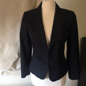 Halogen size 6 three piece suit blazer skirt pant